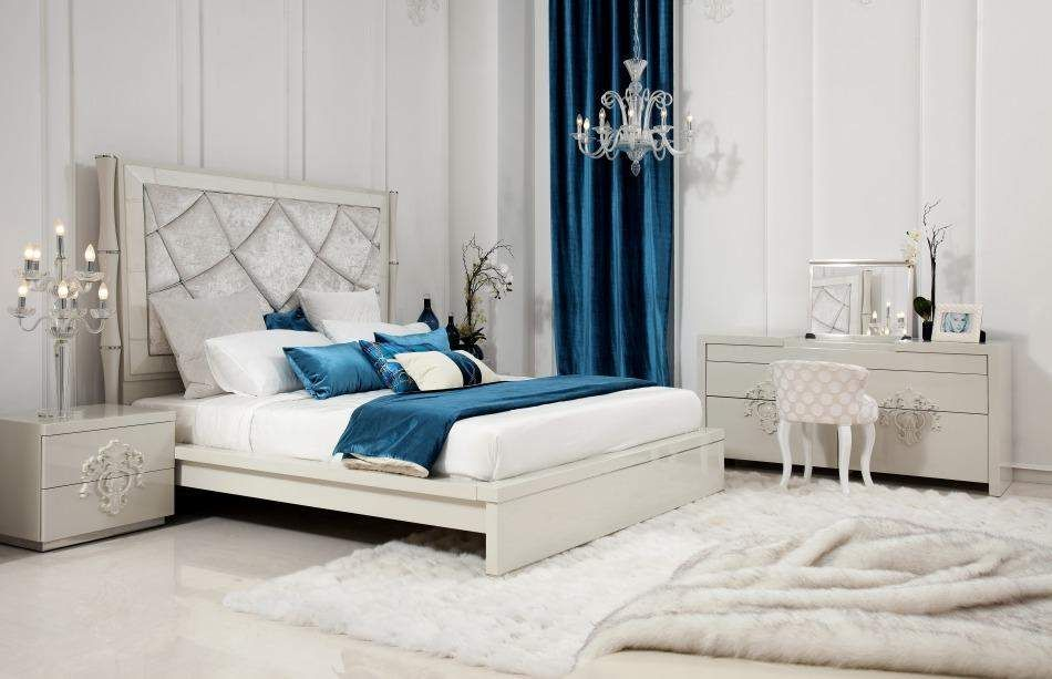 Bedrooms With Mirrored Furniture