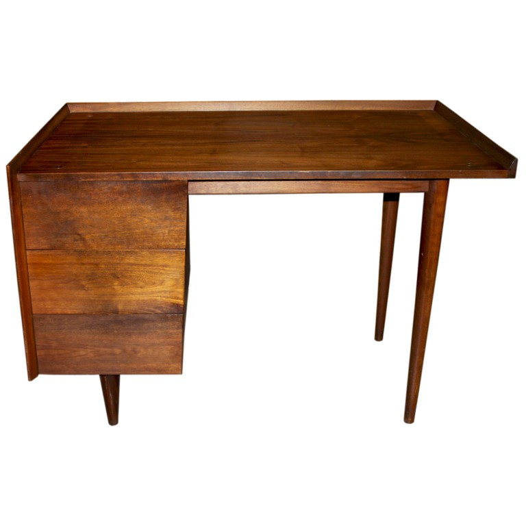 Vintage Desks for All Styles