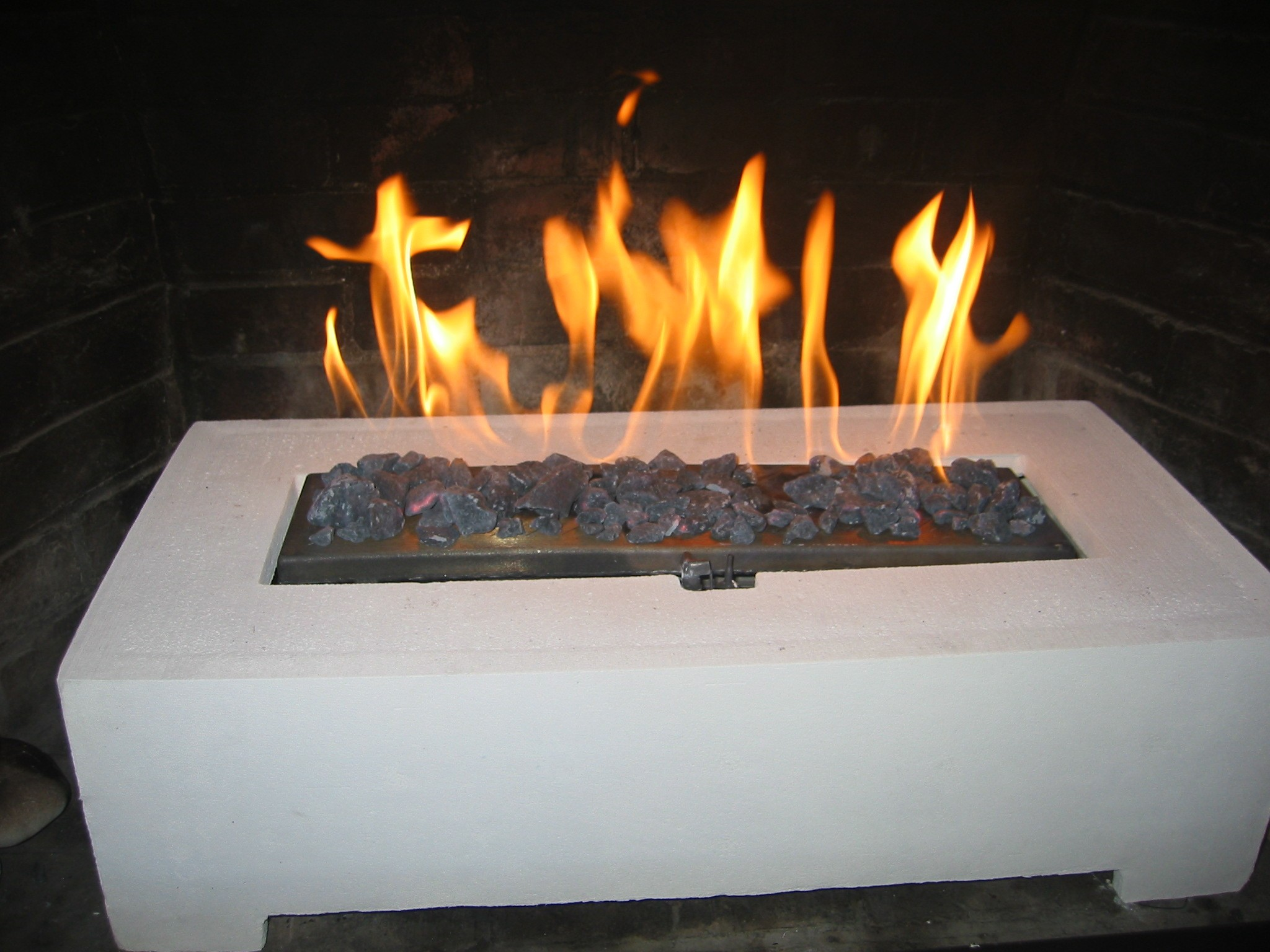 Fake fireplace logs
