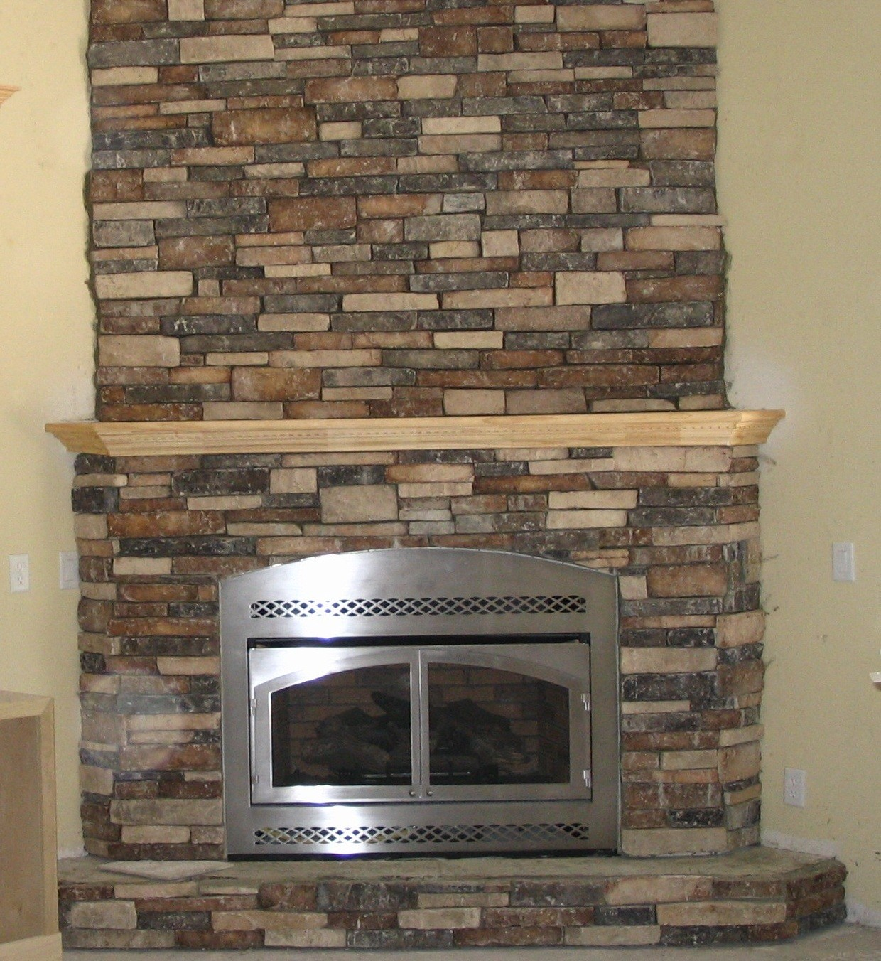 Gas fireplace with glass rocks