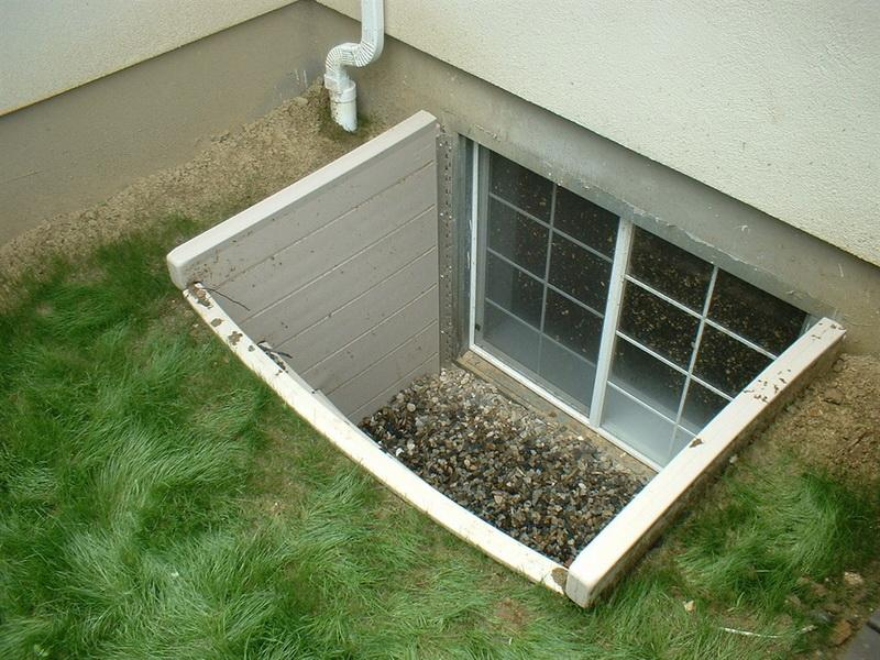 Egress basement window