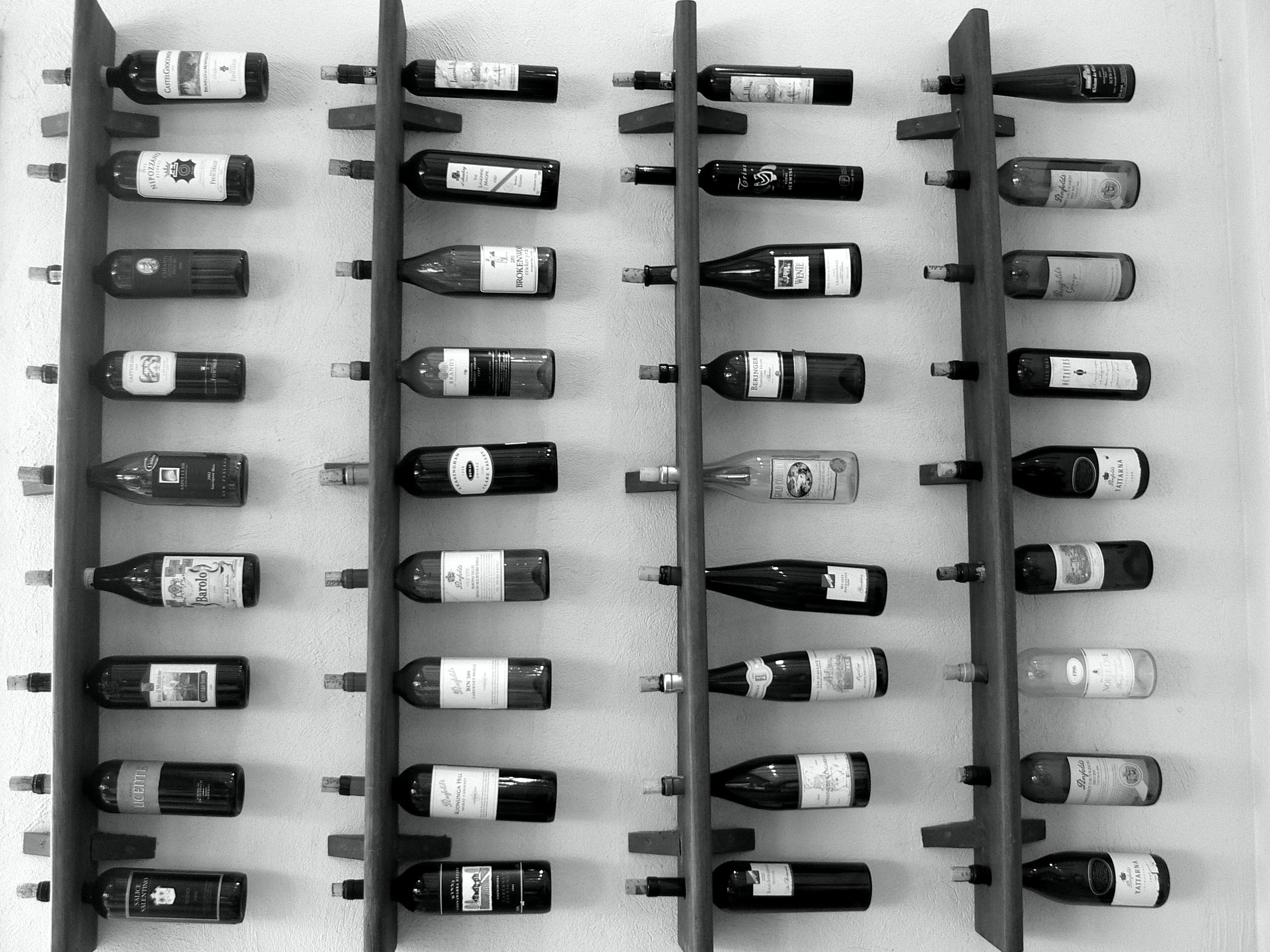 How to Choose Wine Wall Décor