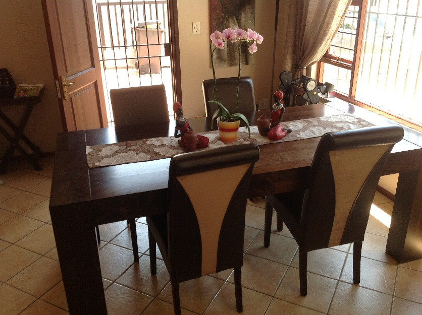 Cheap dining room table and chairs