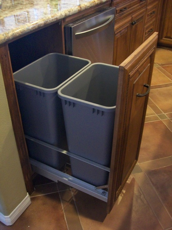 Commercial garbage cans