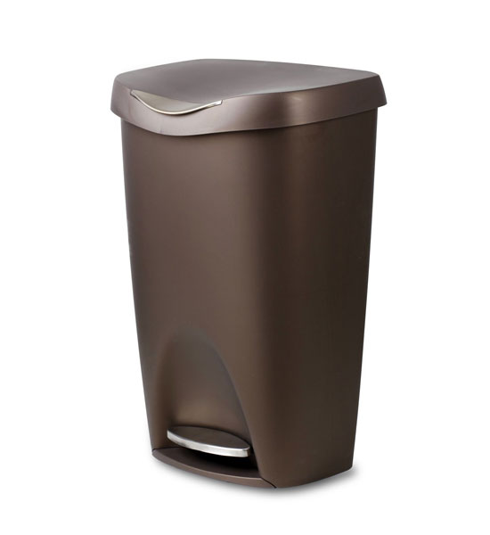 Plastic kitchen garbage cans