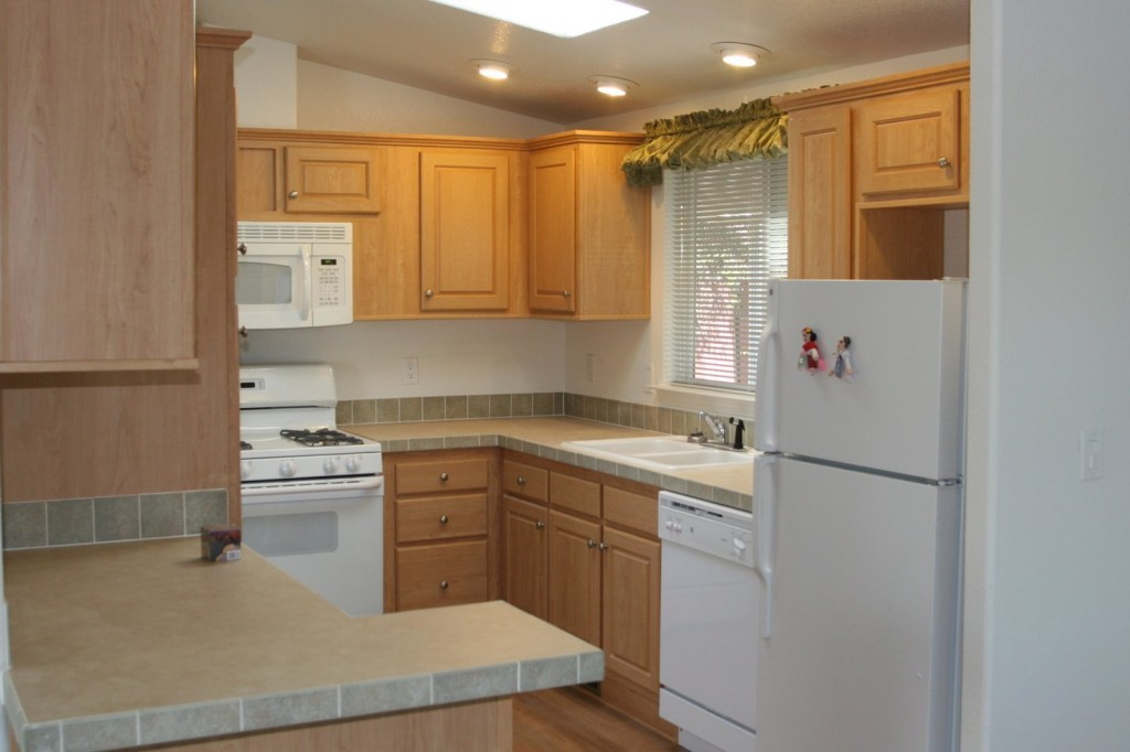 Reface kitchen cabinets 1024x682