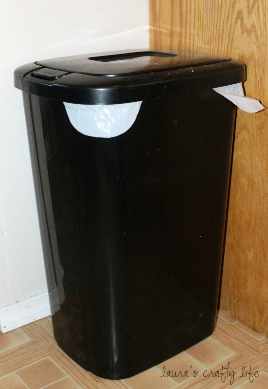Rubbermaid kitchen garbage cans