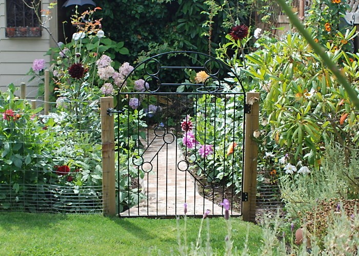20 Amazing Garden Gate Designs and Photos
