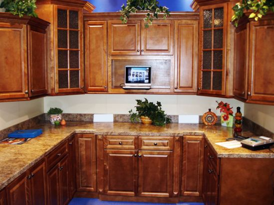 Kitchens with maple cabinets
