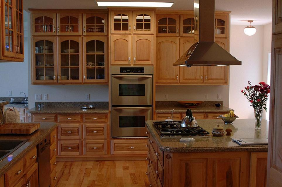 Light maple kitchen cabinets