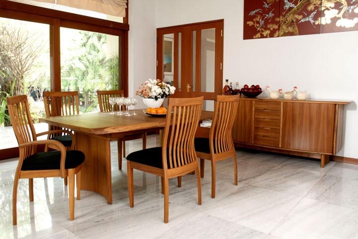 Tips teak dining table