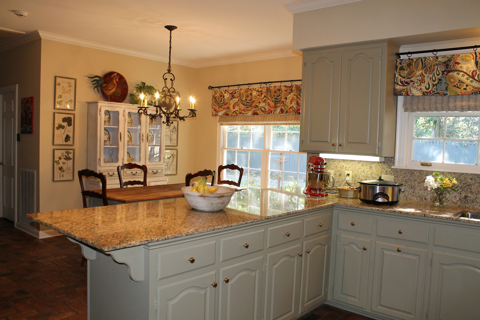 The Most Popular Kitchen Valences