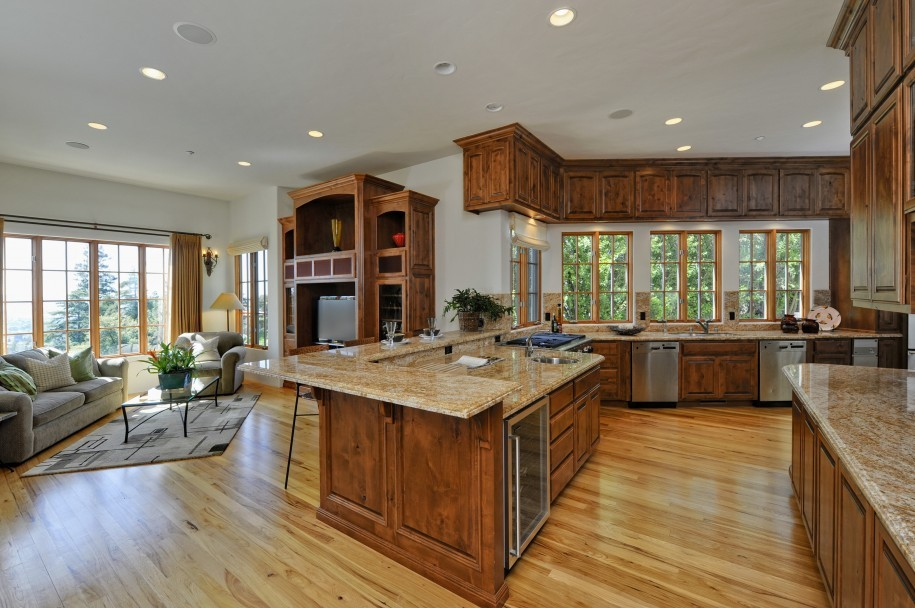 Laminate flooring and kitchen cabinets