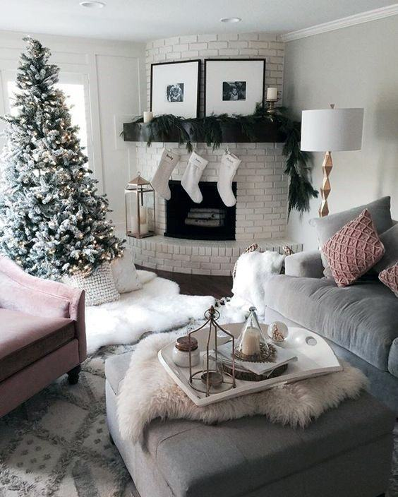 Holiday Themed Corner Fireplace Design In Living Room