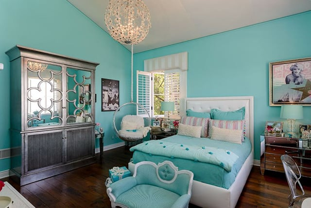 hue of turquoise